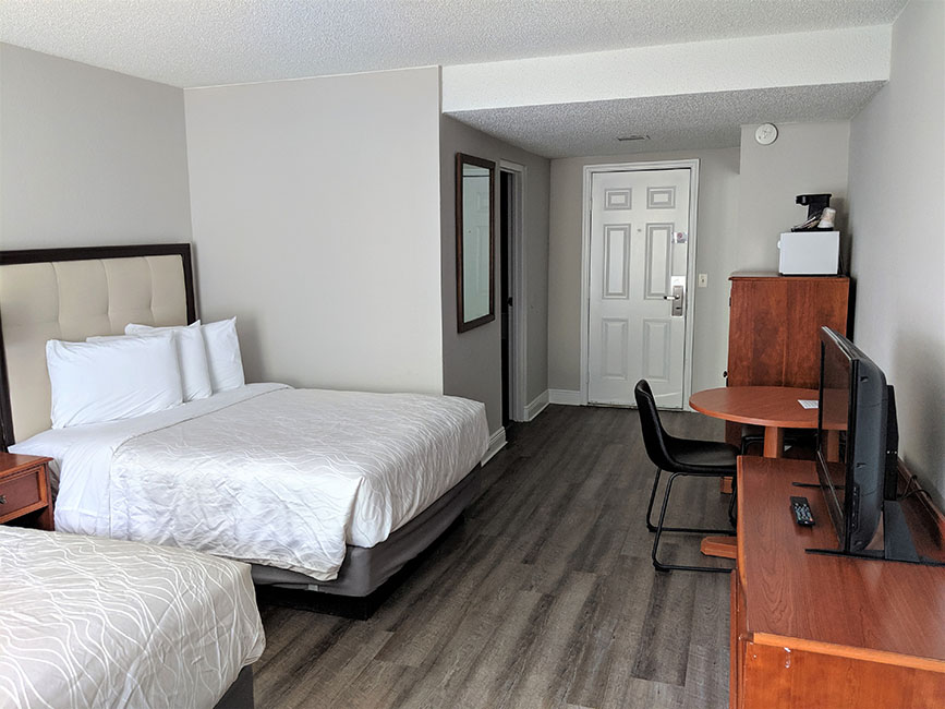 2 Double Beds Street View Room